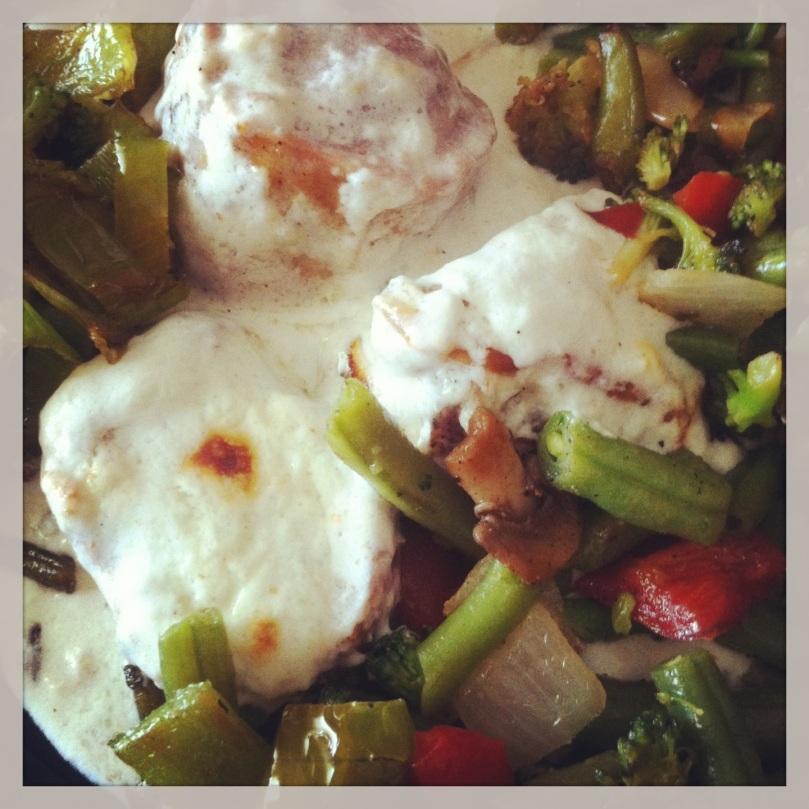 solomillo roquefort con guarnición verduras
